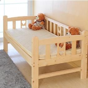 детская кровать из массива дерева варианты идеи