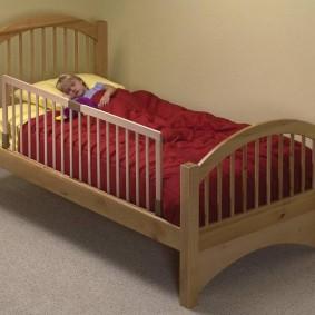 детская кровать из массива дерева идеи вариантов