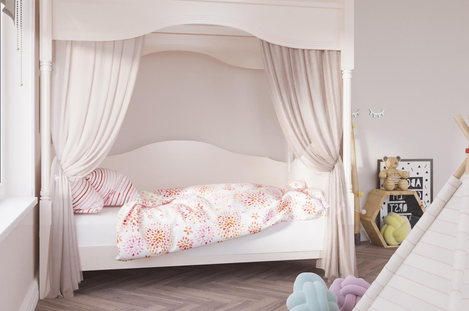 детская кровать из массива дерева с балдахином