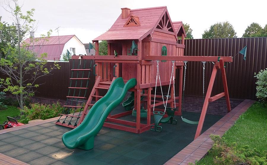 Детская игровая площадка на дачном участке