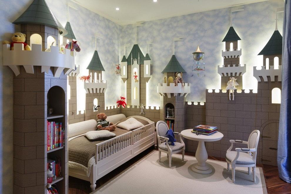 необычная детская кровать с бортиками из дерева