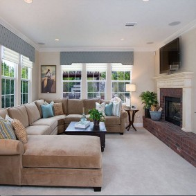 диван у окна в гостиной фото декора