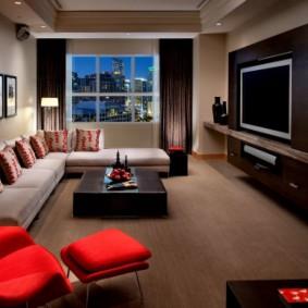 диван у окна в гостиной фото интерьера