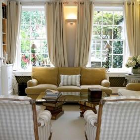 диван у окна в гостиной фото дизайна