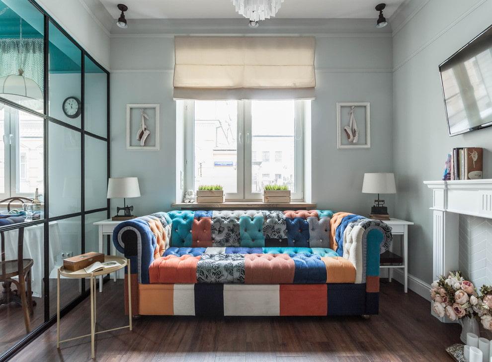 диван в гостиную с тканевой обивкой