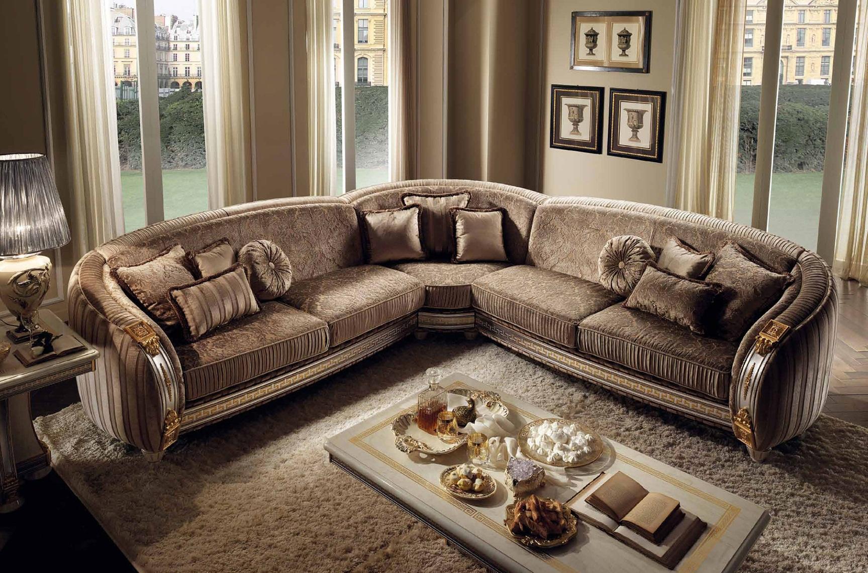 диван в классическом стиле в гостиной