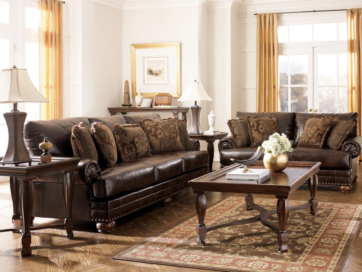 диван в классическом стиле из кожи