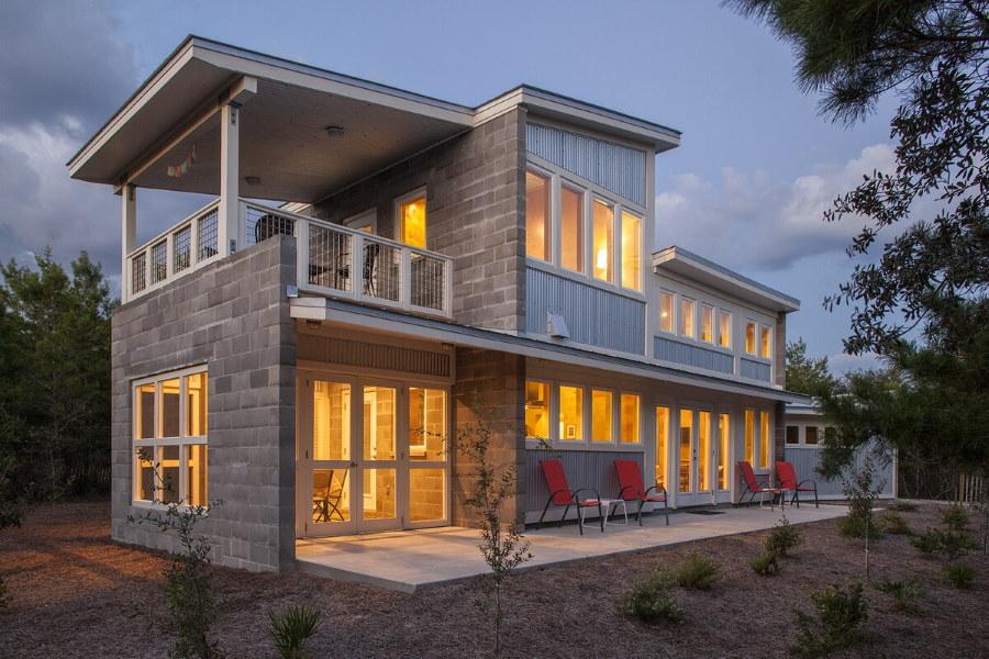 Освещение в доме с террасой и балконом