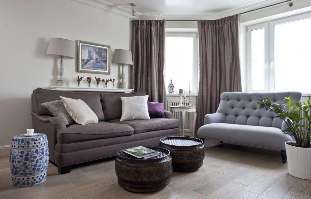 Угловой расположение диванов в зале сталинки
