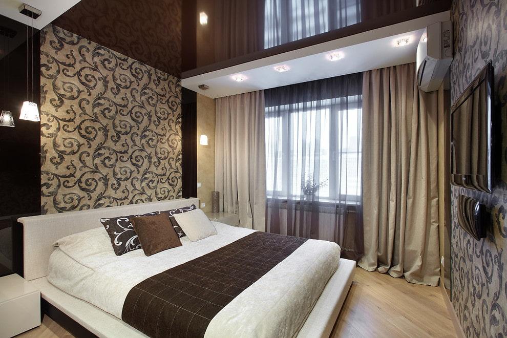 Зонирование спальной комнаты натяжным потолком