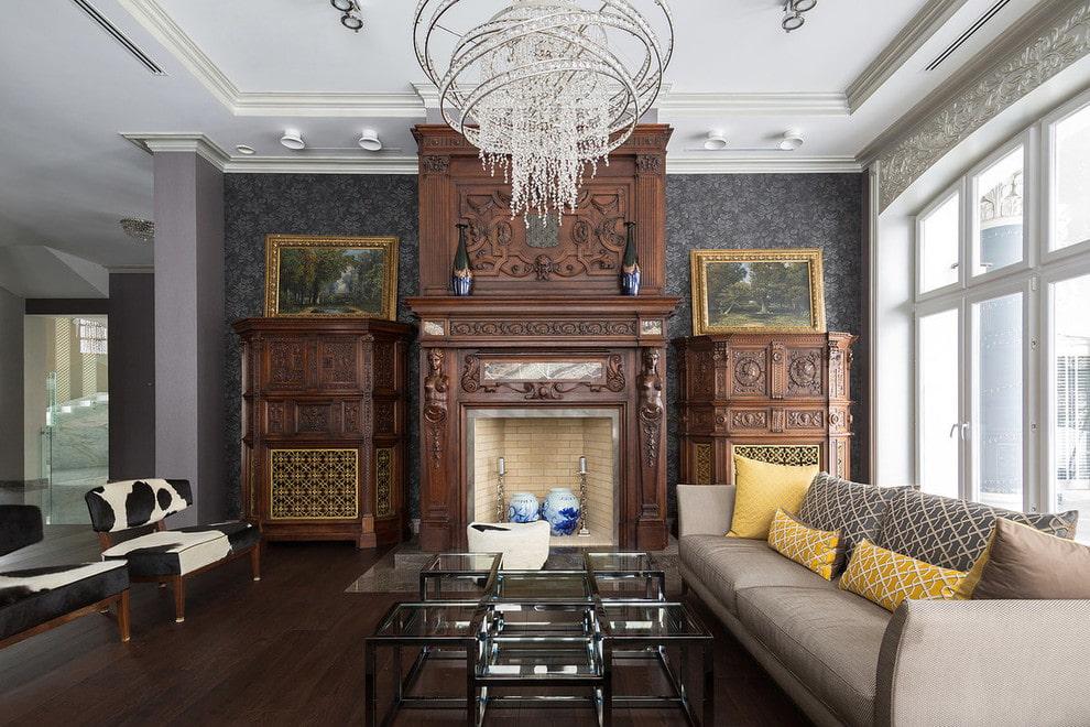 Красивая имитация камина в гостиной городской квартиры