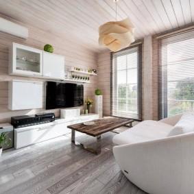 Белый потолок из деревянных досок