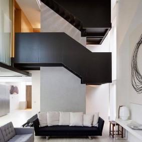 Черно-белая комната в загородном доме