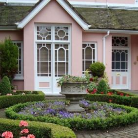 Английский сад перед загородным домом