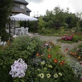 Фото садового участка в природном стиле