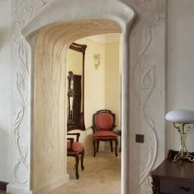 Декор дверного проема гостиной в стиле модерн