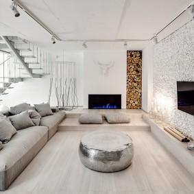 Светлая гостиная с подвесным потолком