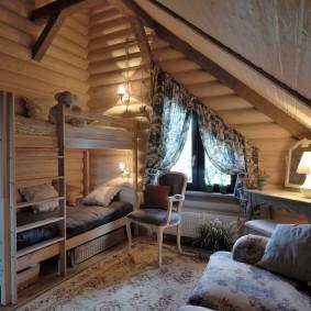 Уютная детская комната в мансарде дома