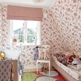 Бумажные обои в спальне девочки