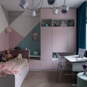Современная мебель в комнате девочки
