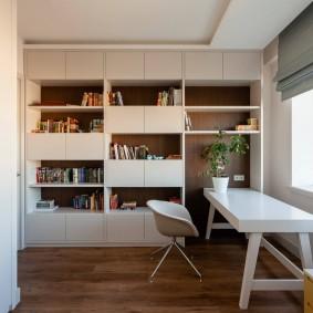 Встроенная мебель во всю стену детской комнаты
