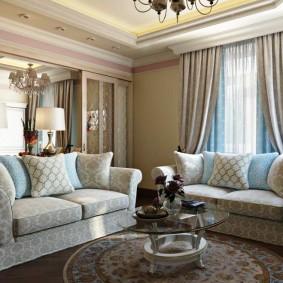 Уютная гостиная в стиле классики с 2 диванами