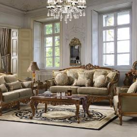 Мягкая мебель с деревянным декором