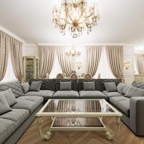 Вместительный диван с обивкой серого цвета