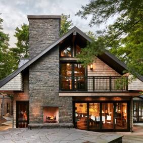Скандинавский дом с уличным камином