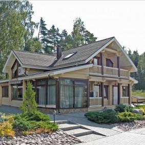 Двухэтажный дом из деревянного бруса