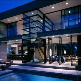 Двухэтажный дом с панорамным остеклением