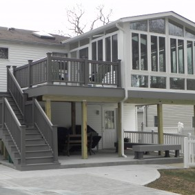 Маршевая лестница на второй этаж загородного дома