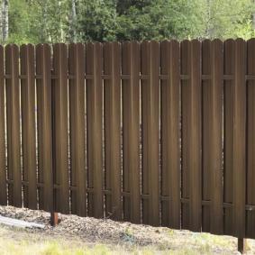 Садовый забор со столбами из профильных труб
