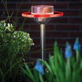 Садовый фонарик на хромированной ножке