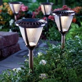Садовые фонарики с матовыми плафонами