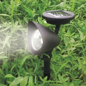 Светодиодный прожектор с питанием от солнца