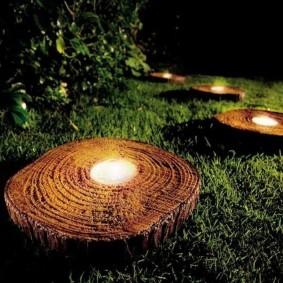 Садовый фонарик в виде среза дерева