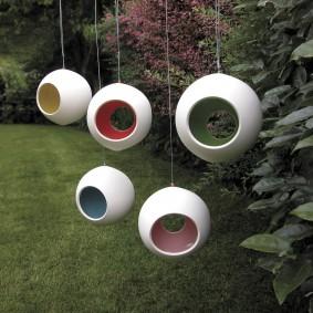 Оригинальные подвесные светильники на ветках дерева
