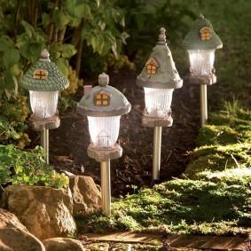Светильники в виде домиков с питанием от солнечной батареи
