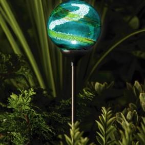 Красивый фонарик с плафоном из муранского стекла