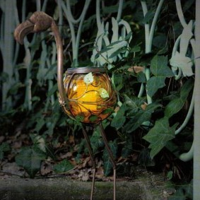 Садовый светильник в форме цапли