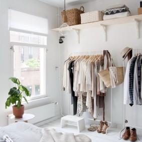 Хранение одежды в спальне скандинавского стиля