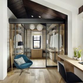 Гардеробная комната в деревянном доме