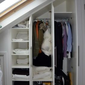 Шкаф для одежды с распашными створками