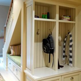 Встроенная мебель для хранения одежды