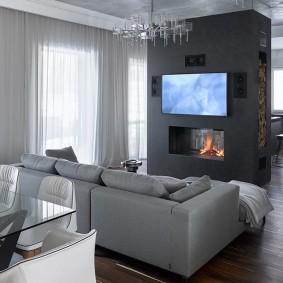 Перегородка с камином и телевизором в гостиной