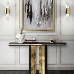 Стильный столик вдоль стены прихожей