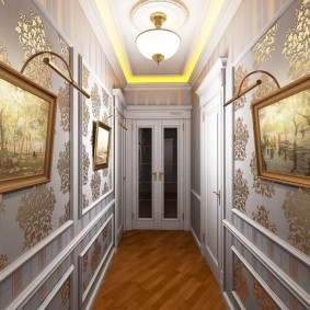 Подсветка картин в коридоре классического стиля