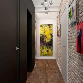 Отделка стен коридора в контрастные тона