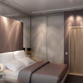 Небольшая спальня квадратной формы